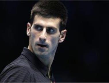 Djokovic breezes in Wimbledon heat