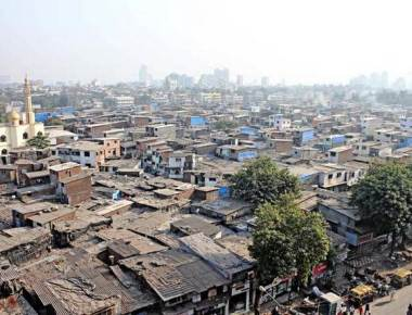 To redevelop Dharavi, Fadnavis knocks on Dubai doors