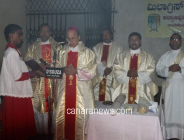 The Easter Vigil and Celebrations of Resurrection of Jesus was held at Milagres Cathedral, Kallianpur