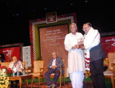 Edwin D'Souza's 'Kalem Bhangar' bags Sahitya Akademi Award