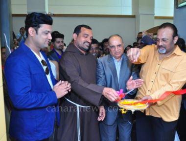 'Ek Aslyar Ek Na' Grand Premier Concluded Creating Record Konkani Show in Dubai