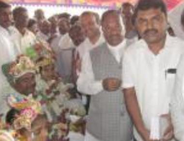 Eshwarappa visits BSY's house, but is unable to meet him