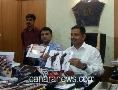 Anti Extortion Cell Mumbai Police arrested two persons with weapons.