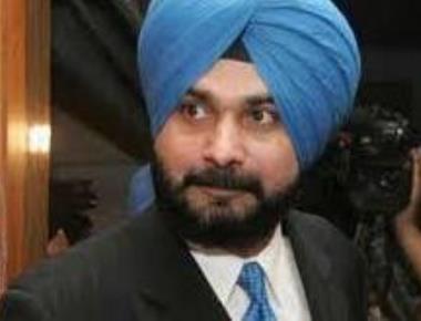 Punjab govt backs agitating farmers, Sidhu slams Centre