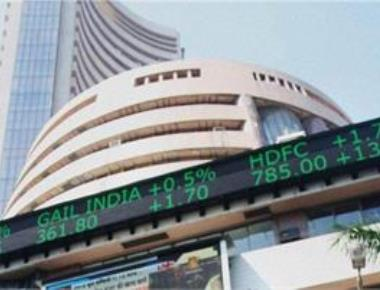 Sensex climbs 165 pts, Nifty hits 7,800 on Fed rate hike