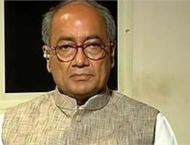 Thank Gadkari for aggressive MLA buying: Digvijaya to Parrikar