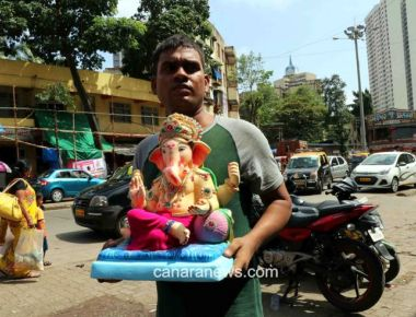 On the eve of the Ganesh Chathurti festival devotees carries Ganpati Idol  to be installed at Home and Sarvajanik Pandal
