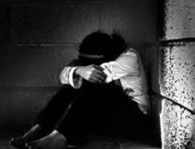 Girl robbed in hostel room