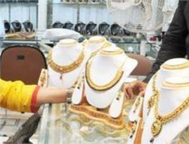 Gold sinks below Rs 30k-mark, silver down by Rs 600