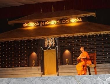 Palimar Swamiji unveils Suvarna Gopura