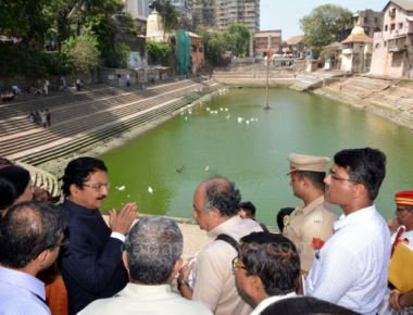 Governor visits Banganga Tank; to convene meeting for beautification of Bangana premises