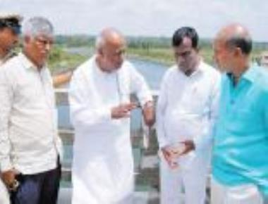 Deve Gowda visits dams in Cauvery basin to assess water levels