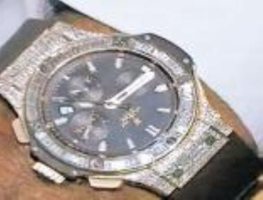 HDK gives 'stolen' taint to CM's pricey watch gift