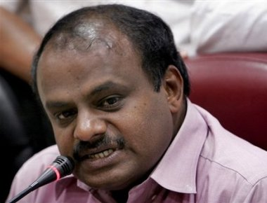 HDK blames national parties for playing vote bank politics