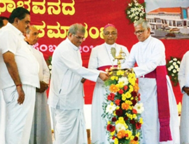Dr Veerendra Heggade inaugurates Sacred Heart Church auditorium