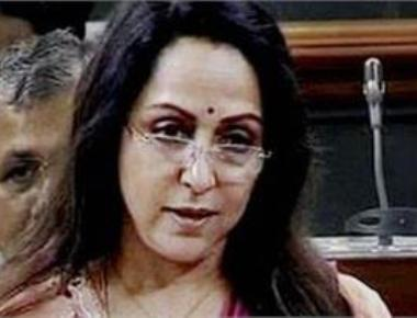 Dharmendra to undergo surgery: Hema Malini