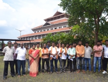 Hindu activists protest against state government