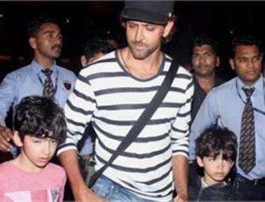 Didn't know how to introduce SRK to kids: Hrithik Roshan