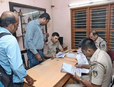 Fake ID alert: Police crack down on SIM card dealers, book cases