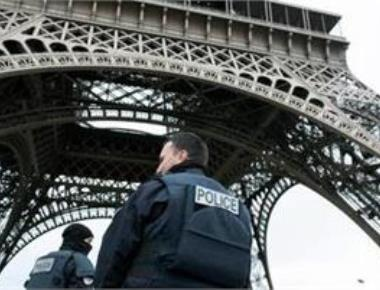 IS releases video of 'Paris attackers'