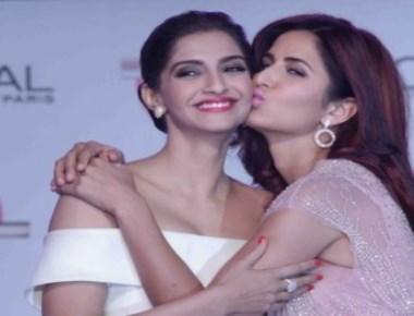 Katrina Kaif kisses Sonam in public !