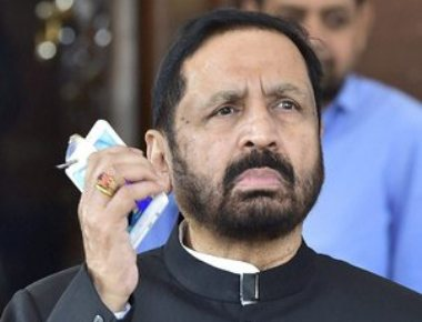 Kalmadi backs off, Chautala defiant; Ministry furious with IOA