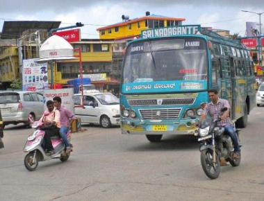Traffic police crack down on high decibel horns in Udupi