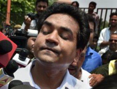 'I saw Satyendar Jain giving Rs 2 crore in cash to Kejriwal'