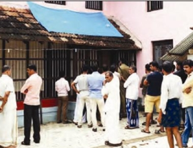 Robbers loot from house in Manjeshwar