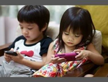 Avoid giving smartphone to calm down your kid, say experts