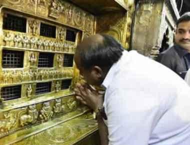 CM Kumaraswamy visits Krishna Mutt