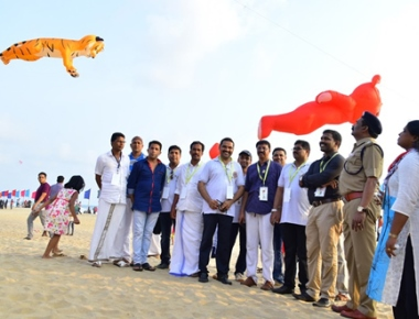 Kite festival attracts thousands