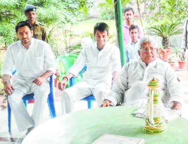 Papa Lalu shows ministers their place- Tejaswi, Tej Pratap to stay with parents