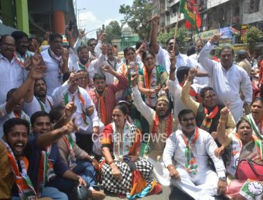 Activists of the Congress and the Left party Detained by the police during Bharat Bandh