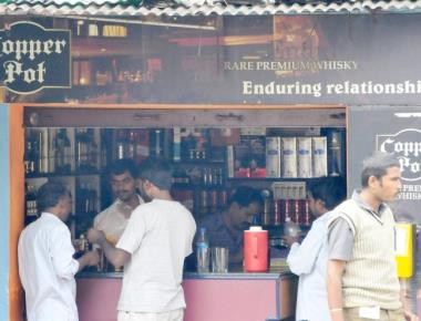 Govt lists 2,767 liquor outlets for closure on highways after SC order