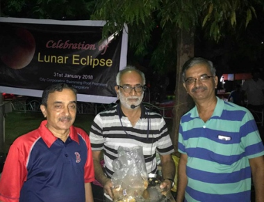 Rationalists eat under moonlight to prove it as a myth