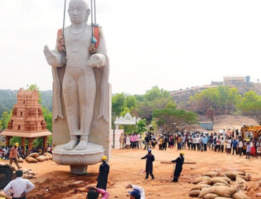 32 feet tall statue of Saint Madhwacharya installed at Kunjarugiri