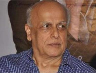 Mahesh Bhatt returns to direction with 'Sadak 2'