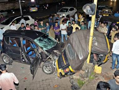 Car driver rams into autorickshaw in suspected case of drunk driving