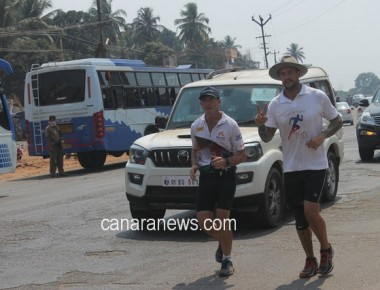 Aussie marathoner Pat Farmer on his way to Kashmir comes through Kallianpur