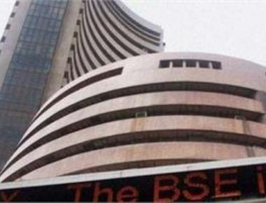 Market changes course, Sensex gives up 145 pts