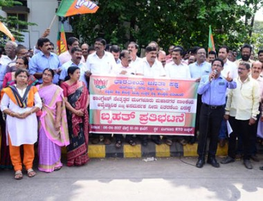 BJP protests against Mayor