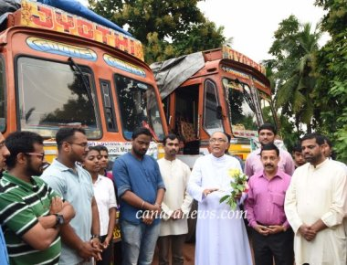 Most Rev Dr Aloysius Paul Dsouza Bishop of Mangalore flags off the final consignment of 'Mission K2K' initiated by ICYM Mangalore Diocese