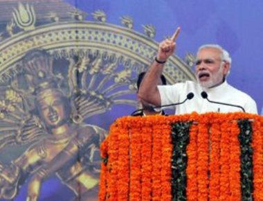 PM accuses rival fronts of looting Kerala