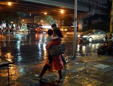 Pre-monsoon showers lash Mumbai, three dead due to electrocution