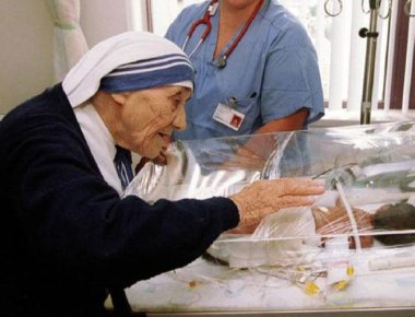 Pope recognises second Mother Teresa miracle, sainthood expected in 2016