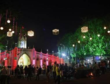Mumbaikars ring in the Yuletide spirit
