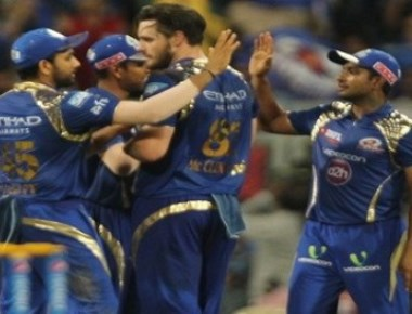 Mumbai beat Kolkata by five runs to keep play-off hopes alive