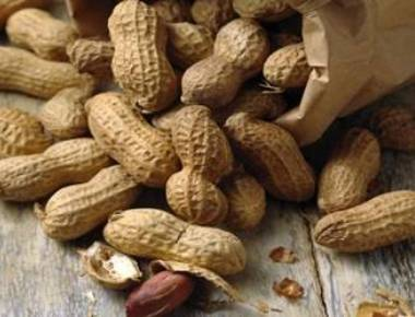 Peanut-allergic kids safer at school than at home