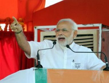 \Modi hits back at Nitish over verse attack, likens grand alliance partners to '3 Idiots'